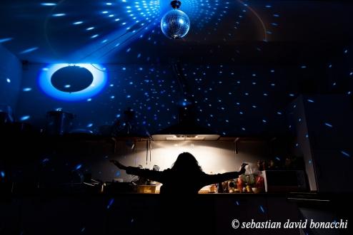 cucina. discoteca, ostello, anni '70
