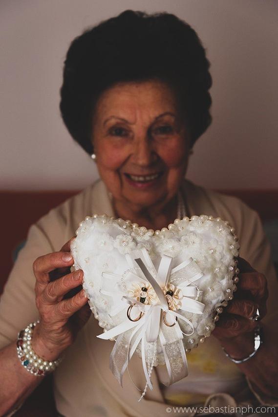 fotografo reportage matrimonio firenze, wedding photojournalist photographer tuscany, matrimonio stile reportage, getting married in tuscany, bride preparations, anelli, rings, bride's grandmother