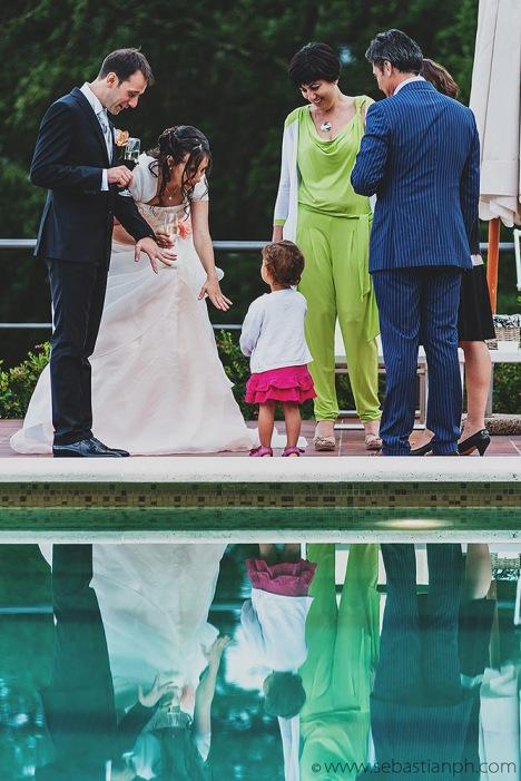 fotografo reportage matrimonio firenze, wedding photojournalist photographer tuscany, matrimonio stile reportage, getting married in tuscany, piscina, anelli, swimming pool, rings