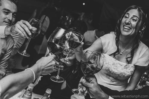 fotografo reportage matrimonio firenze, wedding photojournalist photographer florence, matrimonio stile reportage, getting married in tuscany, brindisi, cheers